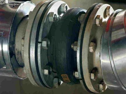 Антивибрационный компенсатор для трубопровода